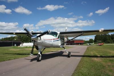 Flygplanet som tar tandemhopparna till höjd